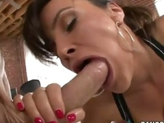 Ideal ass woman Lisa Ann swallows heavy wang