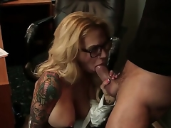 Breathtaking oral sex act with Alan Stafford and Sarah Jessie - it is what would make u turned on. Breasty tattooed woman with amazing body is going to suck before cunnilingus.