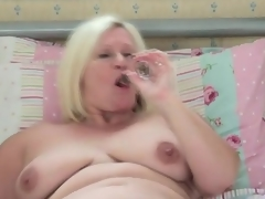 Plump solo mom angel masturbates in couch