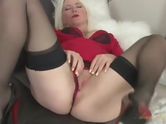 Blond milf Amber Jewell in seamed nylons