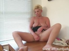 Taylor Lynn plays with her warm snatch
