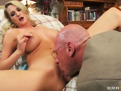 Blonde nymphomaniac receives some particular treatment form her doctor